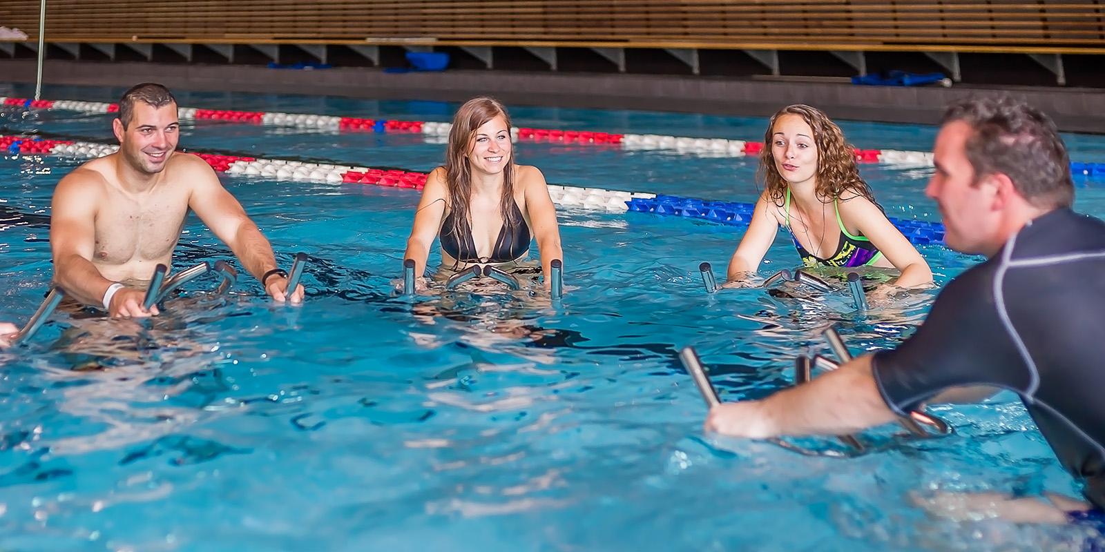 Choisir entre aquabike et aquagym
