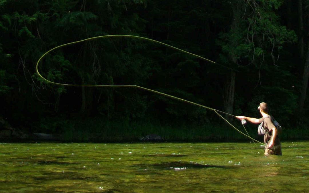 peche a la mouche dans une riviere
