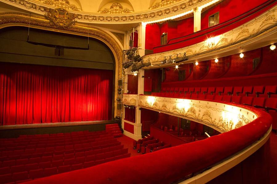 la salle magnifique du theatre de paris