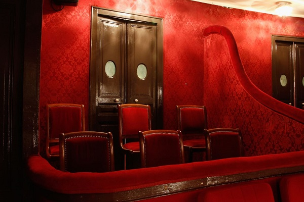 une des loges du theatre de paris